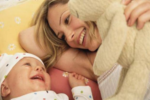Bebeğinizin ilk sözü anne mi baba mı?