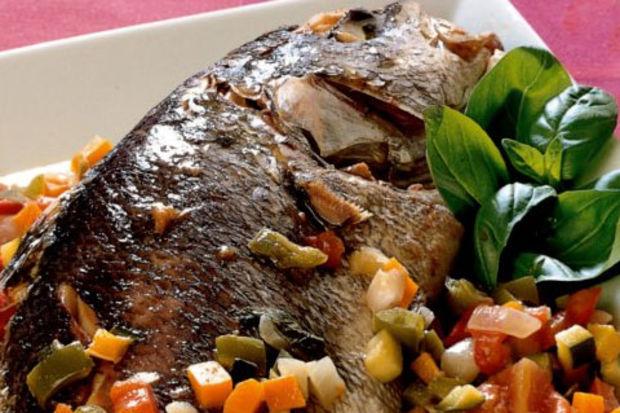 Karışık sebze ile levrek balığı
