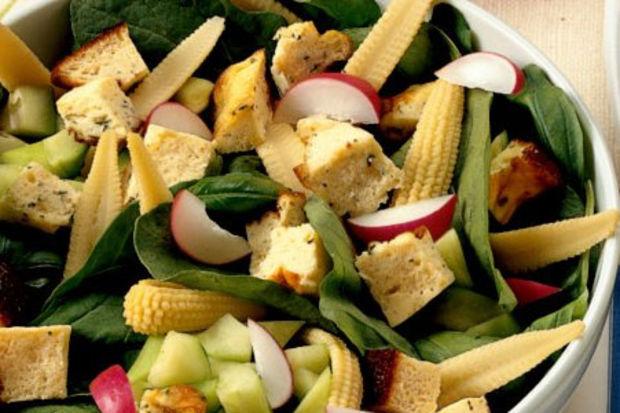Mini Mısırlı ve Baharatlı Peynirli Kruton Salatası