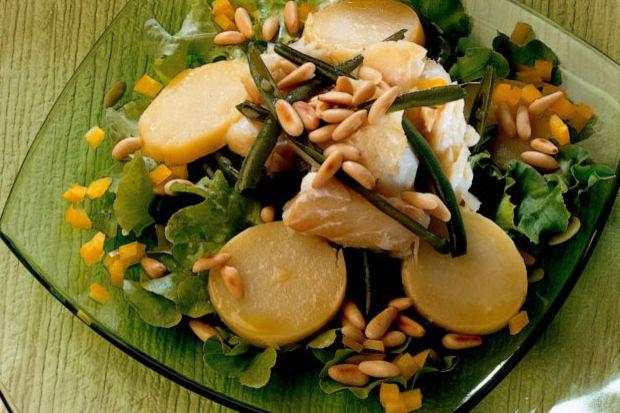 Levrekli patates ve taze börülce salatası