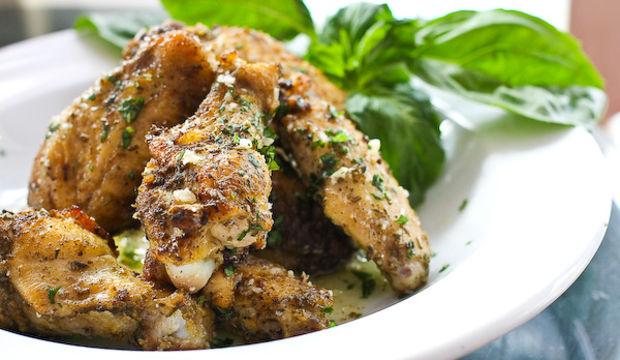 Akdeniz usulü sarımsak soslu tavuk