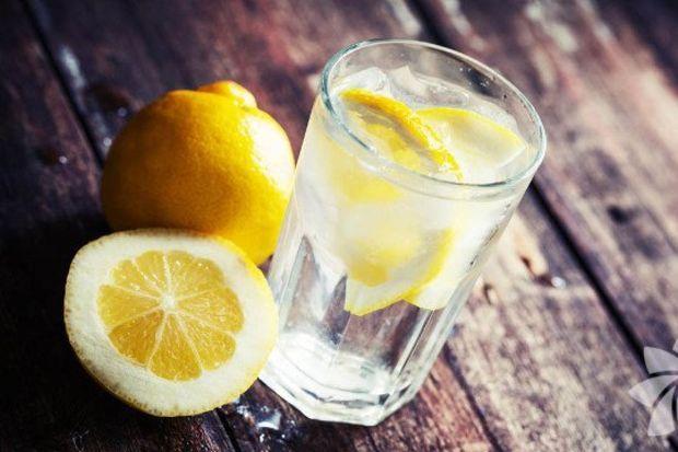 Limonlu detoks içeceği