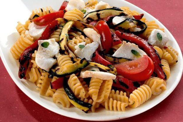 Balıklı makarna salatası...
