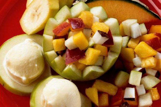 Elma kupta meyve salatası