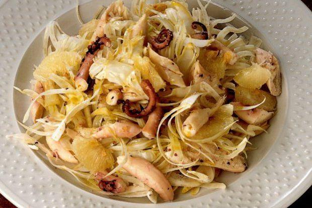 Greyfurtlu ve rezeneli ahtapot salatası