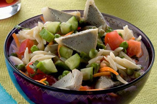 Enginarlı şehriye salatası