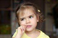 Tırnak yiyen çocuğa nasıl davranılmalı?