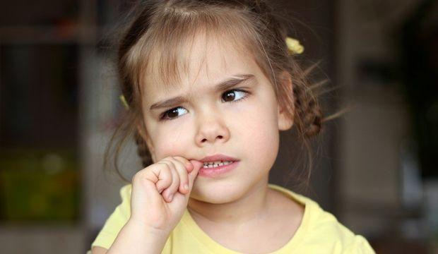Tırnak yiyen çocuğa nasıl davranmalıyız?
