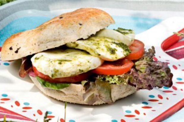 Mozzarella & Domatesli Sandviç