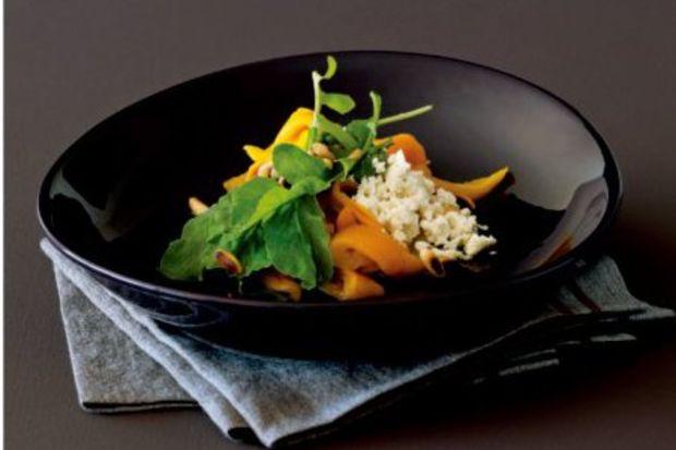 Sarı biberli roka salatası