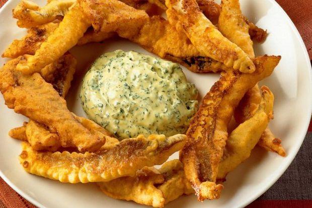 Mezgit kızartma ve yeşil mayonez sos