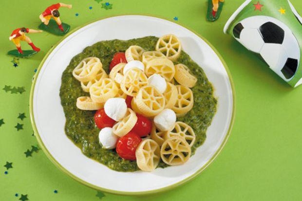Okul çağı çocukları sağlıklı beslenmeyi öğrenebilir