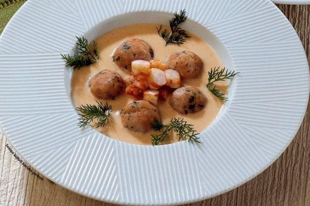 Somon köfteli karides çorbası