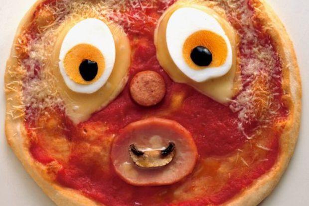 Şaşkın yüzlü pizza