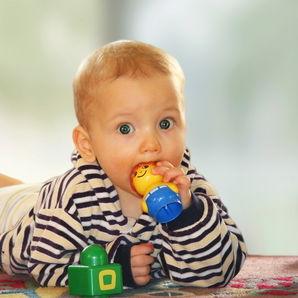 6–9 aylık bebeklere oyuncaklar
