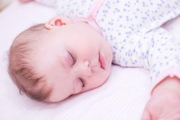 Bebek geceleri iyi uyuyorsa ne olacak