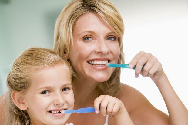 Çocuklarda diş gelişimi ile ilgili anne ve babalara tavsiyeler!