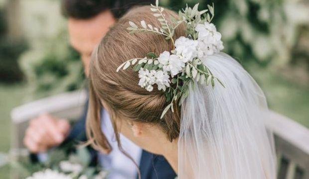 Düğün için duvak ve saç aksesuarları