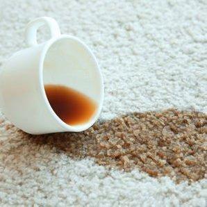 Halıya dökülen kahve lekesinin temizlenmesi