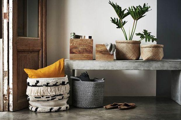 Evde kullanılmayan malzemelerle yatak odası düzenleme