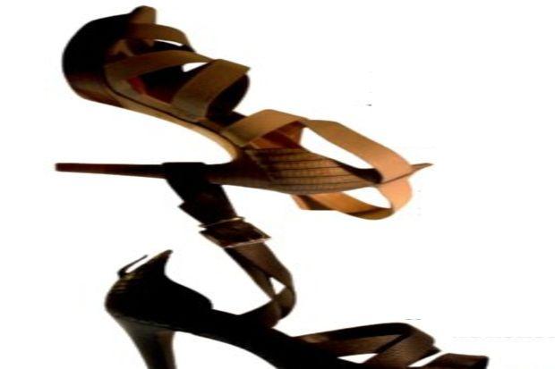 Derimod ayakkabılarıyla romantik ve rahat adımlar...