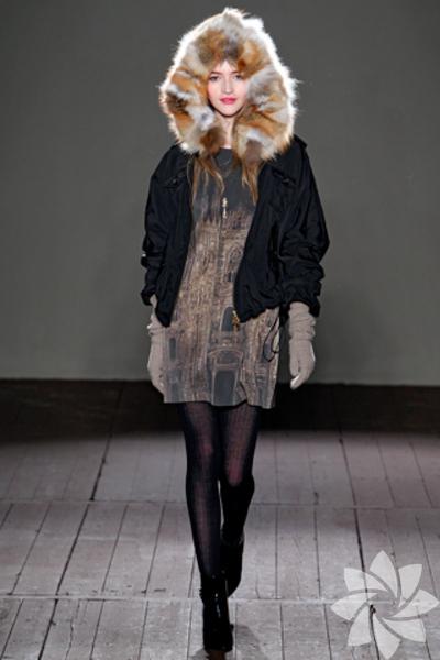 <p>Moschino Cheap & Chic 2011 Sonbahar / Kış Koleksiyonu</p>