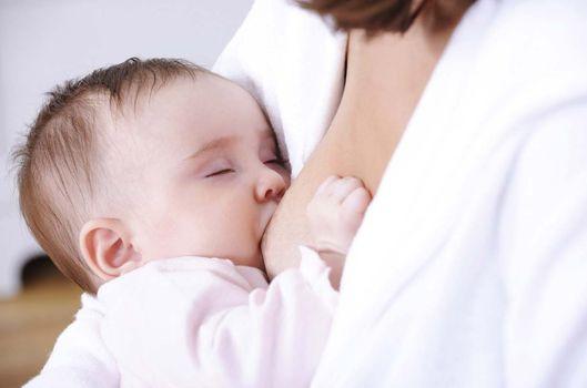 Anne sütü sağma ve saklama rehberi