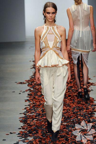 <p>Bora Aksu 2012 İlkbahar / Yaz Koleksiyonu</p>