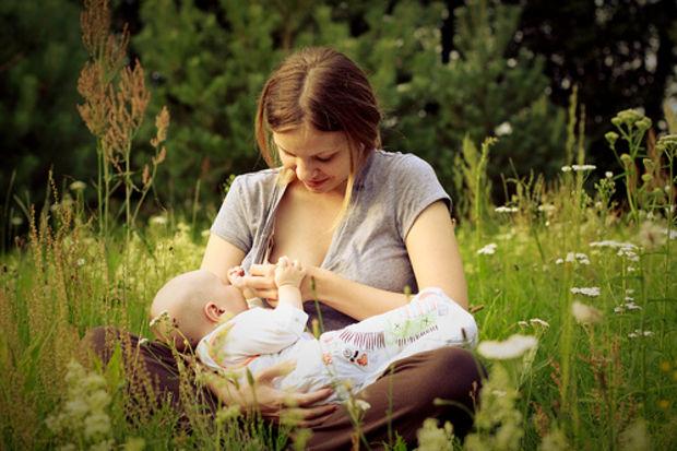 Lansinoh tüm bebekli annelerin emzirme haftasını kutluyor