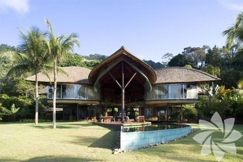 """Mimari yapısıyla ünlü evin adı """"Casa Folha""""."""