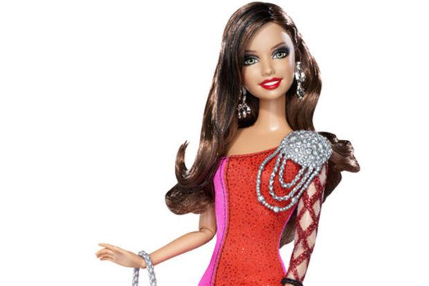 Barbie küçük hanımları moda dünyasınında ışıltılı bir yolculuğa çıkarıyor...