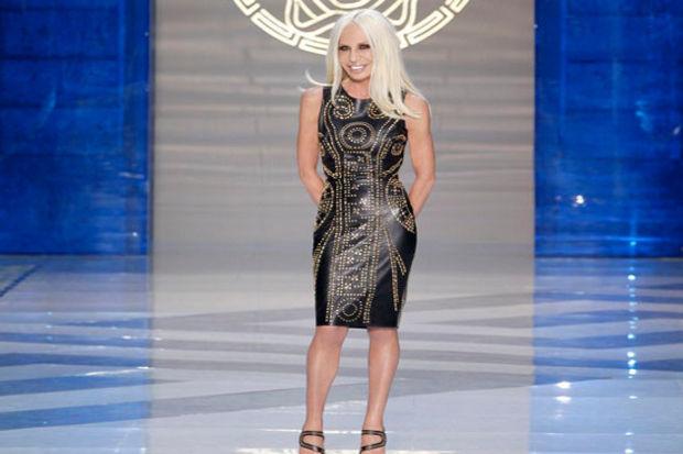 Versace'nin H&M için hazırladığı ikonlar: Güçlü renkler, çılgın desenler ve göz kamaştırıcı tavır