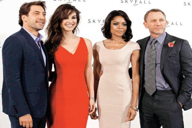 """Yeni Bond filminin adı """"Skyfall"""" olacak"""