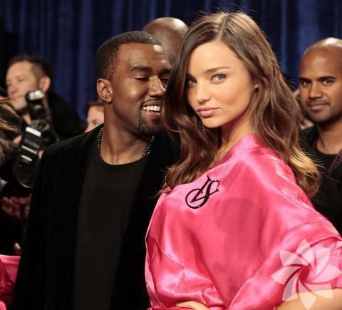 <p>Victoria's Secret 2011 Defilesi...</p>