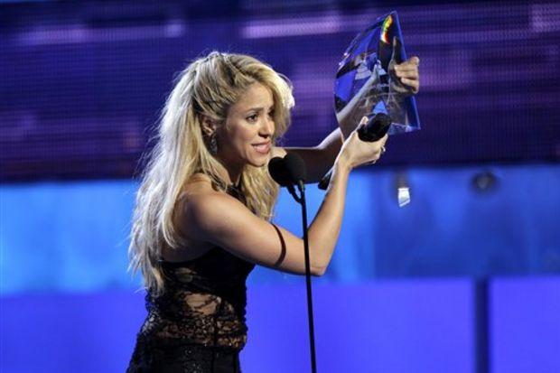 Shakira hem göze hem kulağa hitap ediyor!