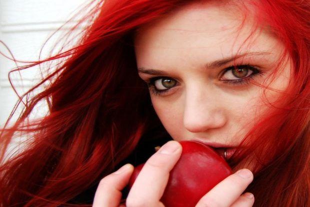 Erkekler kızıl saçlı kadınlara güvenmiyor