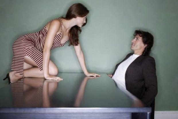 Erkekleri etkileyin! Kadınları çekici yapan 3 madde