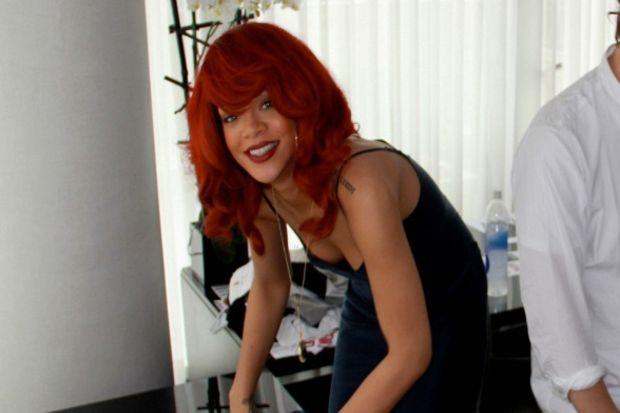 Rihanna müzik kariyerine moda tasarımını da ekliyor!