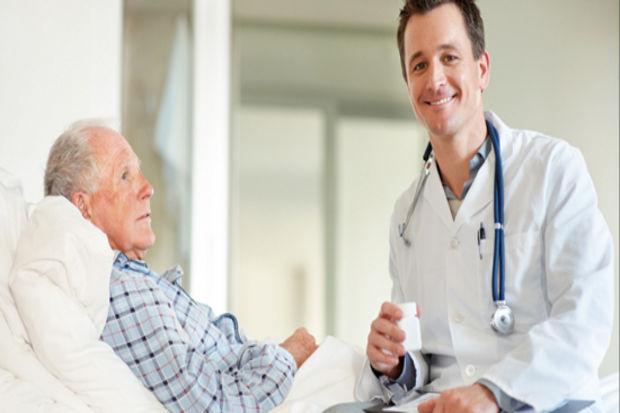 Hastalar ameliyatta maç sohbeti yapıyor
