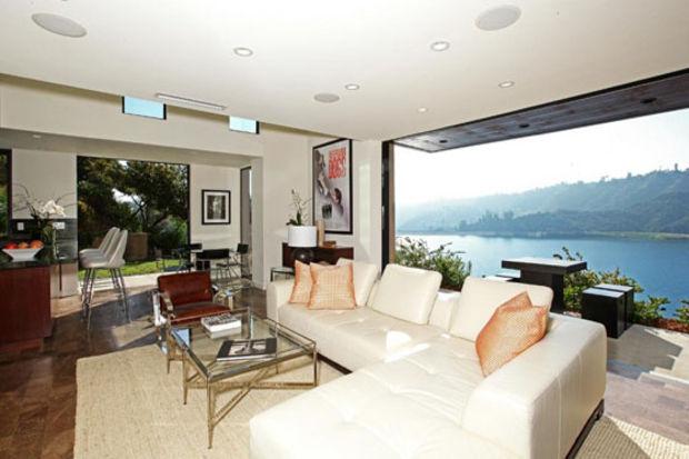 Alacakaranlık yıldızları Robert Pattinson ve Kristen Stewart Bel – Air'da birlikte yaşadıkları evi satılığa çıkardı
