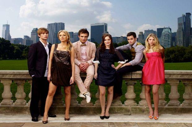 """""""Gossip Girl"""" dizisinin birbirinden şık giysileri"""
