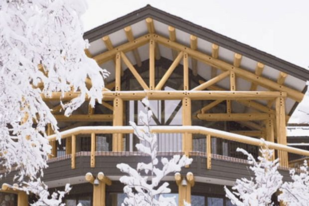 Aspen'in zirvesinde, dağların bembeyaz örtüsüyle modernizmi buluşturan bir ev