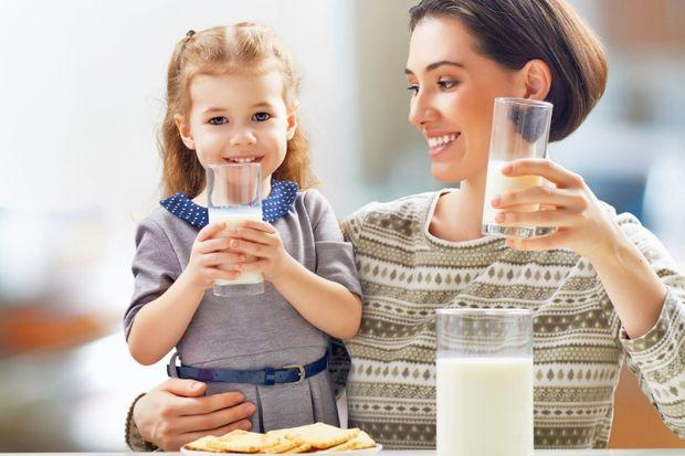 """""""Çocuklara süt içirmeyin"""" iddalarına son!"""