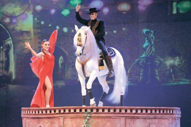 At, bale ve müziği birleştiren şov