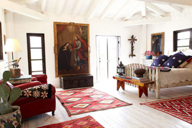 Oyuncu Malcolm McDowell'ın Kalifornia'nın ortasında İspanya havasını yaşatan evi