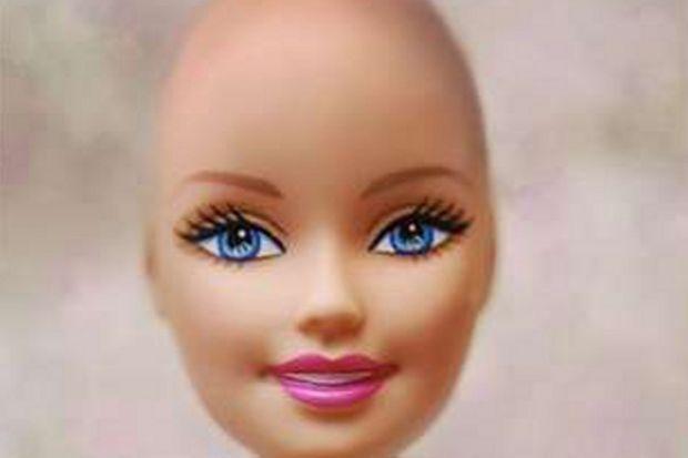 """Kanserli kız çocukları için """"Güzel Kel Barbie"""""""