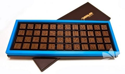 <p>Üstüne özel notlar yazabileceğiniz çikolata</p>