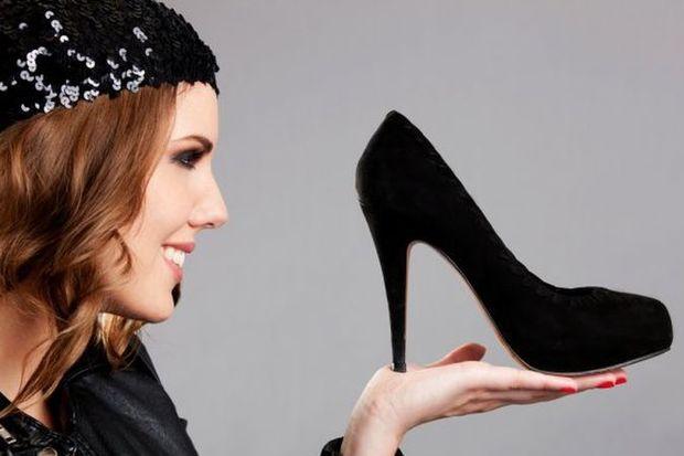 Aşk arayan kadın topuklu giyiyor!