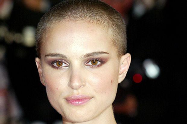 Filmleri uğruna saçlarını kazıtıp kel olan ünlü kadın oyuncular
