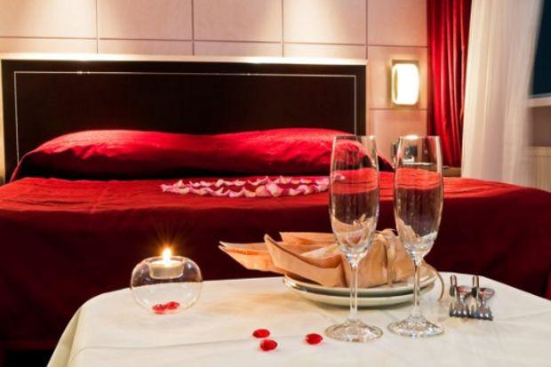 Matrimonio Bed Of Roses : Sevgilinizin ayaklarını yerden kesecek yatak odası önerileri